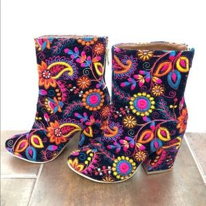 Brand New Venus Embroidered Boots Size 6